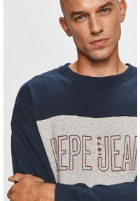 Pepe Jeans - Bluza bawełniana Ismael. Kolor: niebieski. Materiał: bawełna. Wzór: nadruk