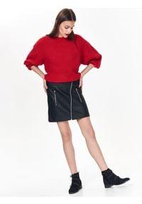 TOP SECRET - Asymetryczna mini spódniczka ze skóry ekologicznej. Okazja: na co dzień. Kolor: czarny. Materiał: skóra ekologiczna. Długość: krótkie. Sezon: zima, jesień. Styl: elegancki, casual