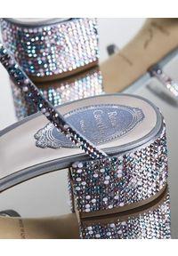 RENE CAOVILLA - Sandały z kryształami Swarovskiego Cleo. Okazja: na wesele, na ślub cywilny. Zapięcie: pasek. Kolor: niebieski. Materiał: materiał. Obcas: na obcasie. Styl: wizytowy. Wysokość obcasa: niski #2