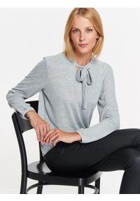 Szary sweter TOP SECRET z długim rękawem, w kolorowe wzory, klasyczny, długi