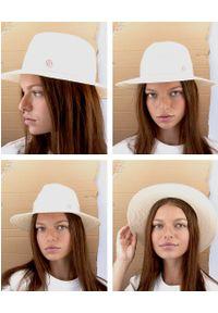 MAISON MICHEL PARIS - Beżowy kapelusz Henrietta. Kolor: niebieski. Materiał: materiał. Wzór: aplikacja