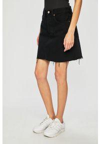 Czarna spódnica Levi's® na spotkanie biznesowe, casualowa