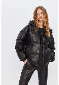 Czarna kurtka ANSWEAR wakacyjna, z kapturem