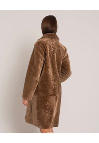 ALMAROSAFUR - Brązowy dwustronny kożuch. Kolor: brązowy. Materiał: puch. Sezon: zima. Styl: elegancki, klasyczny