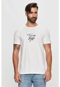 Biały t-shirt TOMMY HILFIGER z nadrukiem, na co dzień, z okrągłym kołnierzem
