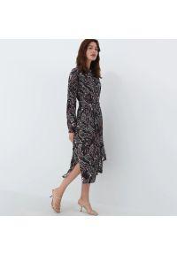 Mohito - Koszulowa sukienka z wiskozy - Beżowy. Kolor: beżowy. Materiał: wiskoza. Typ sukienki: koszulowe