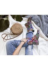 Zapato - wsuwane botki na niskim obcasie - skóra naturalna - model 270 - kolor motyl. Zapięcie: bez zapięcia. Materiał: skóra. Szerokość cholewki: normalna. Obcas: na obcasie. Styl: boho, klasyczny. Wysokość obcasa: niski
