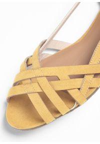 Pomarańczowe sandały bonprix z paskami
