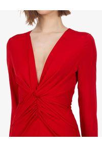 SELF PORTRAIT - Czerwona sukienka z koronką. Okazja: na wesele, na ślub cywilny, na imprezę. Kolor: czerwony. Materiał: koronka. Wzór: koronka. Typ sukienki: dopasowane. Styl: elegancki. Długość: maxi