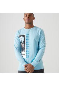 Cropp - Koszulka longsleeve z nadrukiem - Niebieski. Kolor: niebieski. Długość rękawa: długi rękaw. Wzór: nadruk
