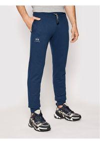Niebieskie spodnie dresowe La Martina