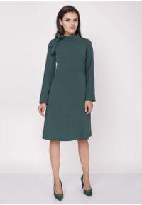 Zielona sukienka wizytowa Nommo ze stójką, wizytowa, midi