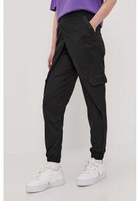 Czarne spodnie materiałowe Jordan z podwyższonym stanem, gładkie