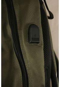 Starter - Zielony Męski Plecak -STARTER- Regulowane Zapięcie, Pojemny, z Portem USB, Sportowy. Kolor: zielony. Materiał: poliester. Styl: sportowy