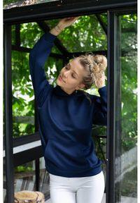 Susan Sport x Kuba Wojewódzki - Granatowa bluza z kapturem Susan Sport. Okazja: do domu, na co dzień, na plażę. Typ kołnierza: kaptur. Kolor: niebieski. Materiał: poliamid, elastan. Wzór: haft. Styl: sportowy