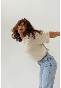 Marsala - T-shirt typu oversize w kolorze BEIGE z dodatkiem włókien konopnych - COY BY MARSALA. Materiał: włókno. Wzór: melanż. Styl: elegancki