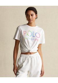 Ralph Lauren - RALPH LAUREN - Biały t-shirt z kolorowym logo. Typ kołnierza: polo. Kolor: biały. Materiał: bawełna. Wzór: kolorowy