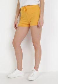 Born2be - Żółte Szorty Dresowe Rhaegonia. Kolor: żółty. Materiał: dresówka