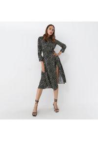 Mohito - Koszulowa sukienka midi - Wielobarwny. Typ sukienki: koszulowe. Długość: midi