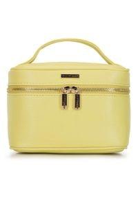 Wittchen - Damska kosmetyczka kuferek mała. Kolor: żółty. Materiał: skóra ekologiczna. Wzór: kolorowy, aplikacja