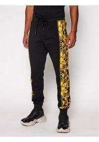 Versace Jeans Couture Spodnie dresowe A2GWA1F9 Czarny Regular Fit. Kolor: czarny. Materiał: dresówka