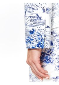 TOP SECRET - Taliowany żakiet damski w kwiaty. Kolor: biały. Materiał: materiał. Długość: długie. Wzór: kwiaty. Sezon: lato, wiosna. Styl: elegancki