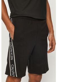 Czarne szorty Calvin Klein Performance z nadrukiem, casualowe, na co dzień