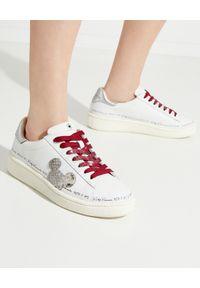 MOA Concept - MOA CONCEPT - Sneakersy z bordowymi sznurówkami. Kolor: biały. Materiał: guma. Wzór: napisy, aplikacja