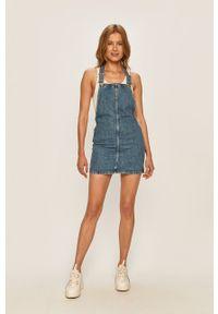 Pepe Jeans - Sukienka jeansowa Vesta. Okazja: na co dzień. Kolor: niebieski. Materiał: tkanina. Wzór: gładki. Typ sukienki: proste. Styl: casual