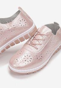 Różowe trampki Born2be