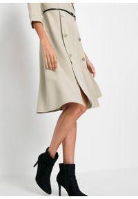 Sukienka szmizjerka z paskiem bonprix beżowy. Kolor: szary. Typ sukienki: szmizjerki