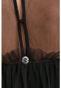 TwinSet - Twinset - Sukienka. Typ kołnierza: kołnierzyk stójkowy. Kolor: czarny. Materiał: materiał. Długość rękawa: długi rękaw. Typ sukienki: rozkloszowane