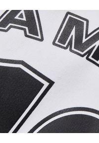 LA MANIA - Biała bluza z kapturem Lassi. Typ kołnierza: kaptur. Kolor: biały. Materiał: dresówka, jeans. Wzór: nadruk. Sezon: lato #7