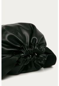 Czarna listonoszka Pieces na ramię