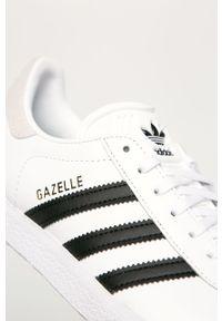 Białe buty sportowe adidas Originals z okrągłym noskiem, z cholewką