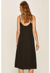 Czarna sukienka Answear Lab midi, wakacyjna