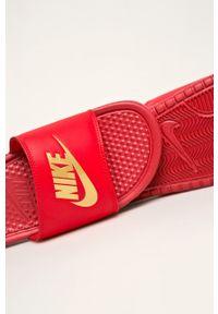 Czerwone klapki Nike Sportswear