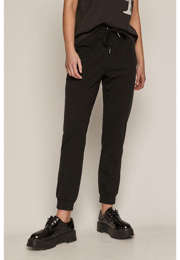 Czarne spodnie dresowe medicine gładkie