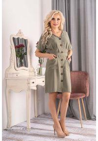 Merribel - Sukienka Szmizjerka z Krótkim Rękawem - Khaki. Kolor: brązowy. Materiał: poliester. Długość rękawa: krótki rękaw. Typ sukienki: szmizjerki