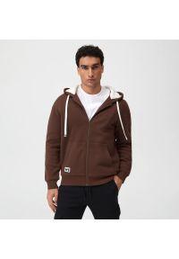 Sinsay - Bluza z futerkiem sherpa - Brązowy. Kolor: brązowy. Materiał: futro