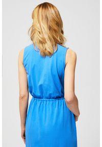 Niebieska sukienka MOODO na co dzień, prosta