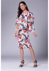 Nommo - Dopasowana Tropical Sukienka z Asymetryczną Narzutką. Materiał: wiskoza, poliester. Wzór: kwiaty. Typ sukienki: asymetryczne