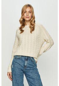 Vero Moda - Sweter. Okazja: na co dzień. Kolor: beżowy. Długość rękawa: długi rękaw. Długość: długie. Wzór: ze splotem. Styl: casual