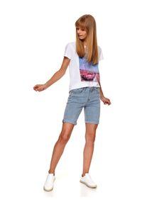 TOP SECRET - Jeansowe szorty przed kolano. Kolor: niebieski. Materiał: jeans. Sezon: lato