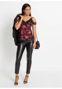 Bluzka z nadrukiem i koronką bonprix czarno-czerwony w kwiaty. Kolor: czarny, niebieski. Materiał: poliester, elastan, koronka, poliamid, materiał. Wzór: kropki, koronka, nadruk, kwiaty