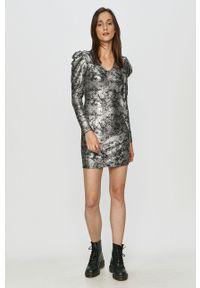 Jacqueline de Yong - Sukienka. Kolor: srebrny. Materiał: tkanina. Długość rękawa: długi rękaw. Wzór: gładki