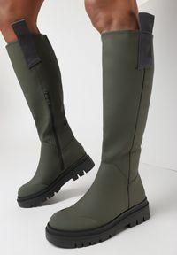 Born2be - Oliwkowe Kozaki Aldatius. Wysokość cholewki: przed kolano. Zapięcie: bez zapięcia. Kolor: brązowy. Materiał: jeans. Szerokość cholewki: normalna. Wzór: aplikacja