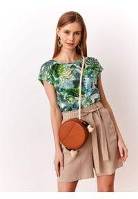 TOP SECRET - Bluzka w egzotyczny nadruk. Kolor: zielony. Materiał: tkanina. Długość rękawa: krótki rękaw. Długość: krótkie. Wzór: nadruk. Sezon: lato, wiosna