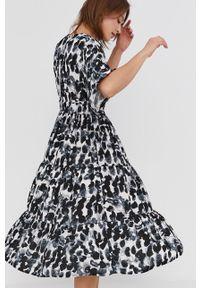 Answear Lab - Sukienka. Kolor: czarny. Materiał: tkanina. Długość rękawa: krótki rękaw. Typ sukienki: rozkloszowane. Styl: wakacyjny