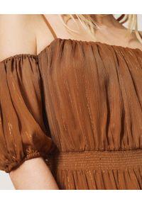 TwinSet - TWINSET - Sukienka maxi z bufiastymi rękawami Sika. Kolor: brązowy. Materiał: tkanina, materiał. Długość: maxi